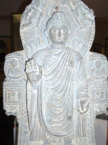 Bouddha au grand miracle (Begram, IIIe s.)